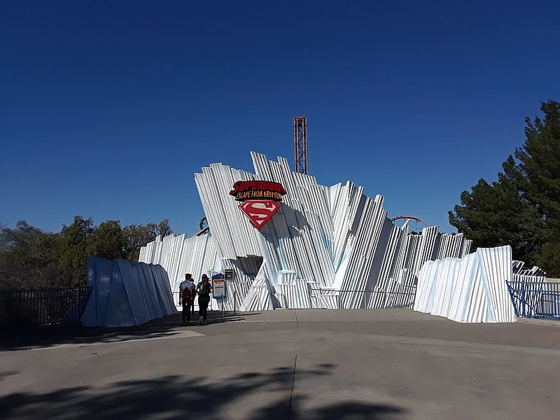 800px-Superman_Escape_From_Krypton_Station_