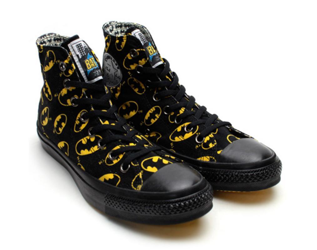 batman-x-superman-x-converse-chuck-taylor-all-star-hi-0.jpg