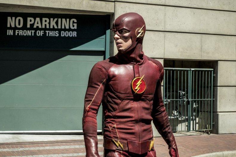 flash-season-5-premiere-barry-first-suit-season-1